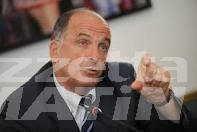 Augusto Rollandin punta il dito sul governo