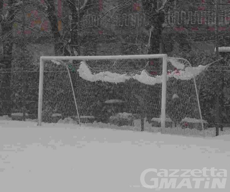 Calcio: la neve fa saltare già sei partite