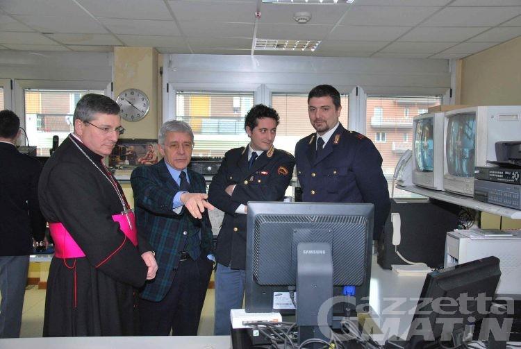 Monsignor Lovignana visita la questura di Aosta