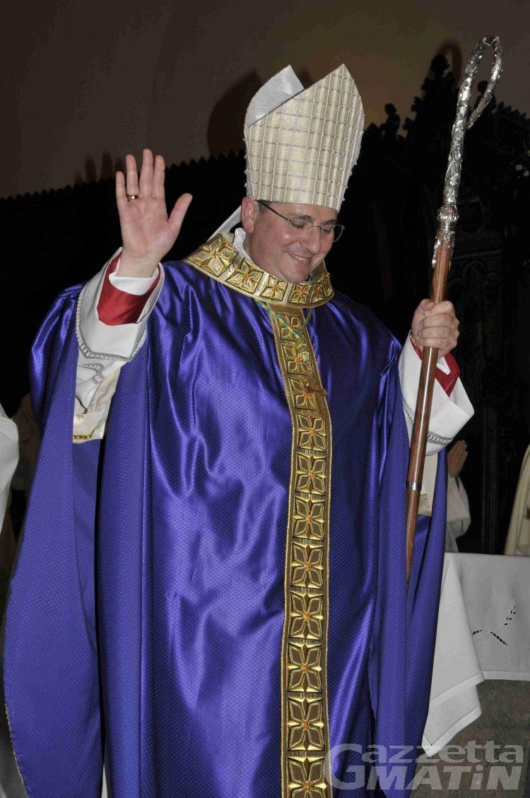 "Monsignor Lovignana saluta i fedeli:""Je suis joyeusement conscient"""