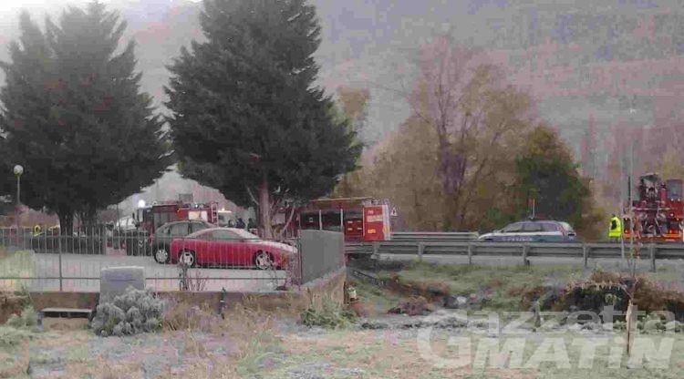 Frontale tra auto: due feriti