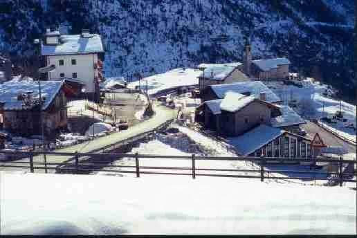 Neve: A Oyace 15 bambini, insegnanti e bidelli bloccati a scuola; evacuate due famiglie dall'abitato di Bouioz