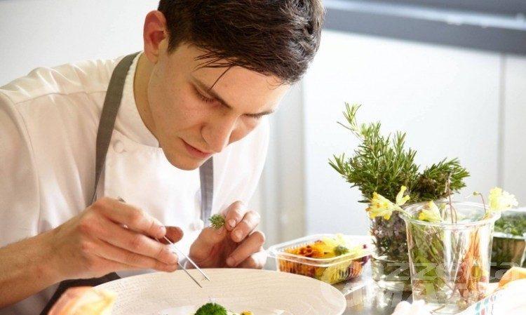 """Lo chef Paolo Griffa """"Giovane dell'anno""""per la Guida dell'Espresso 2020"""