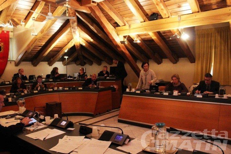 Consiglio Aosta: niente spazi ai fascisti, assemblea spaccata