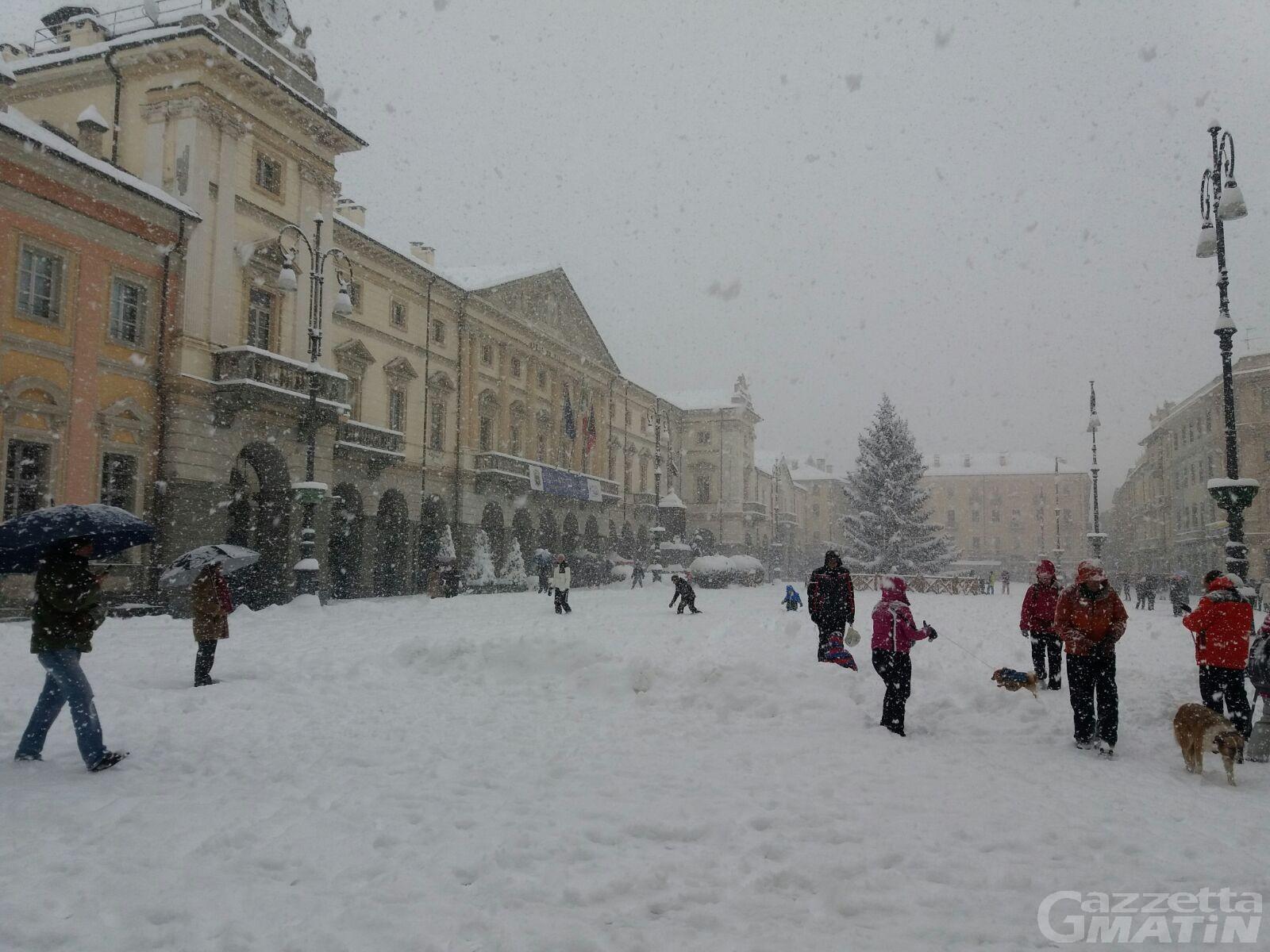 Neve, allerta meteo: possibili blocchi del traffico al Monte Bianco