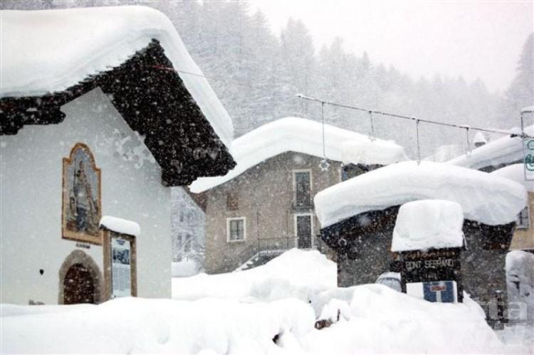 Neve, chiusa la statale 26 a La Thuile per rischio valanghe