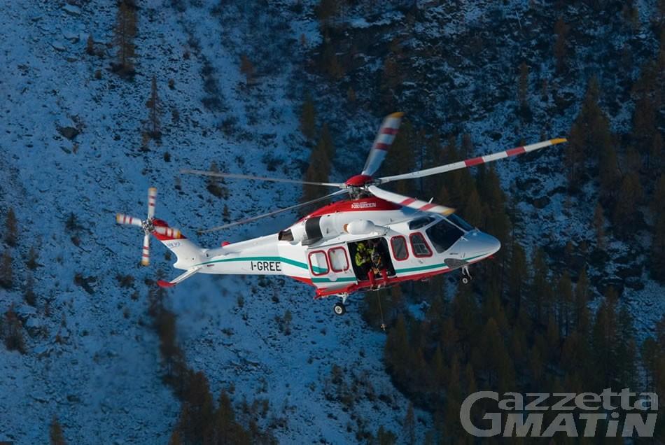 Alpinista inglese ferita alle gambe sul Monte Bianco, recuperata