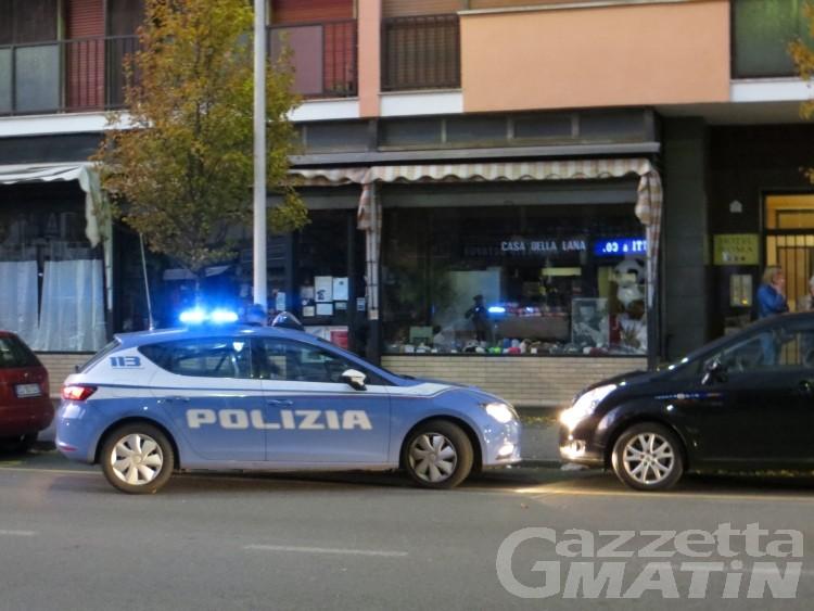 Polizia ritira quattro pistole e un fucile a titolo cautelativo