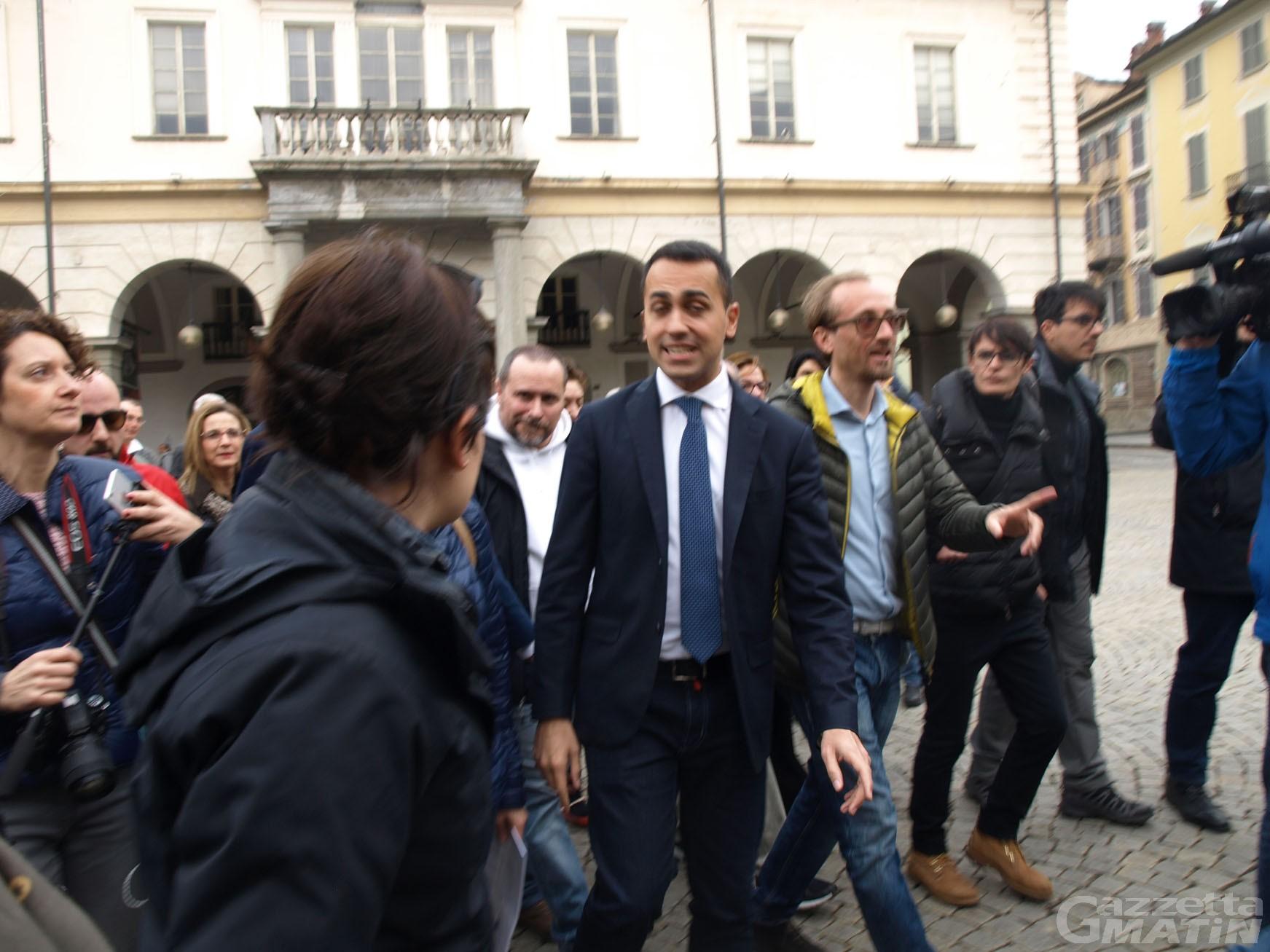 M5S: raggiunte le mille firme con Di Maio in piazza