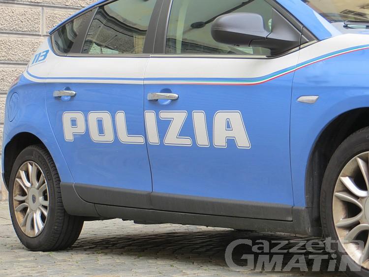 Polizia: controlli straordinari, giovane fermato con 4.5 grammi di marijuana