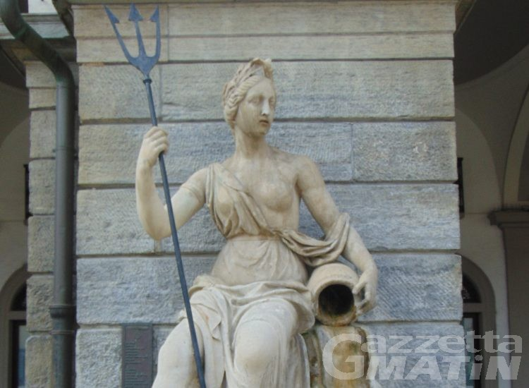 Aosta: ripulite le fontane di piazza Chanoux