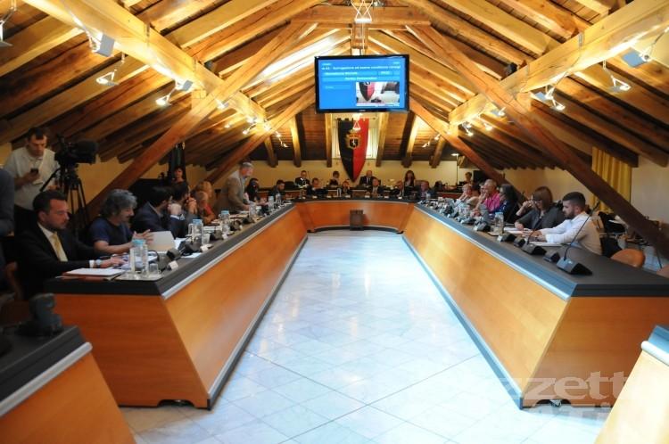 Consiglio Aosta: cinque assessorati non sono in discussione