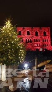Aosta: l'albero del cambiamento accende il Natale
