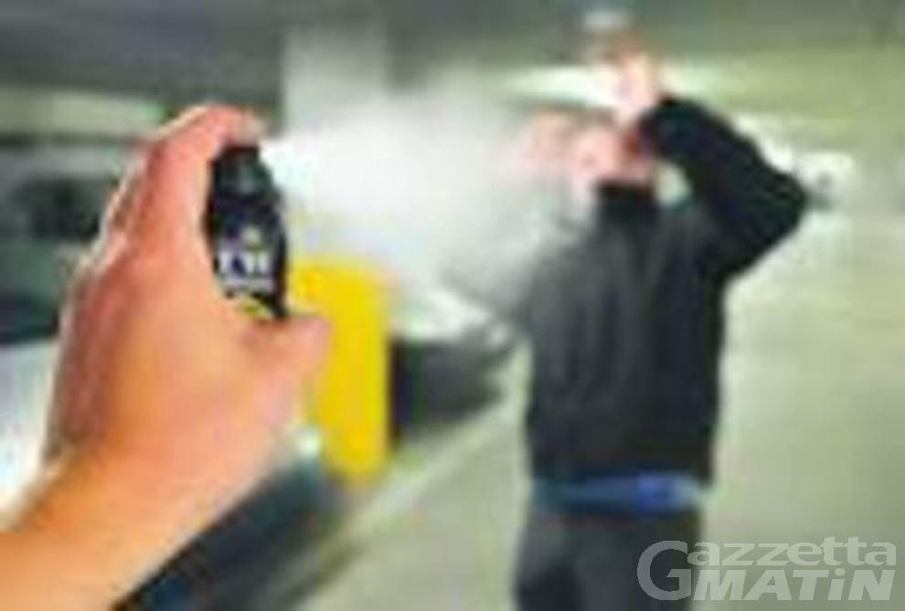 Spray al peperoncino: «Ho avuto paura per me e i miei figli e mi sono difesa»