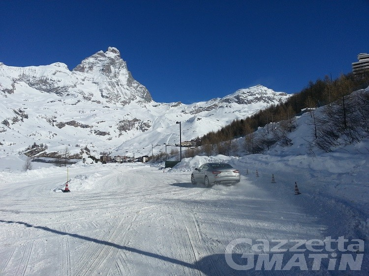 Cervinia, guida sulla neve all'Ice Driving