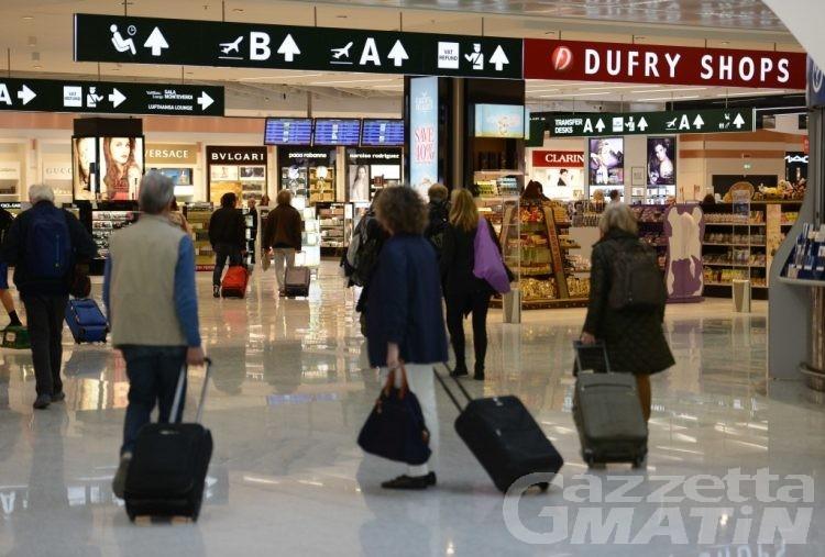 Ruba valigie in aeroporto, fermato e denunciato al Traforo del Monte Bianco