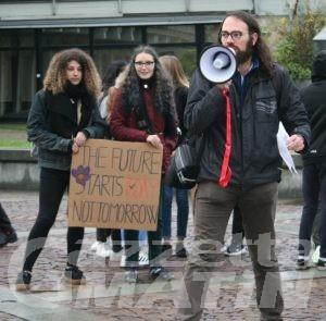 Fridays for future: 150 studenti in piazza per il quarto sciopero globale per il clima