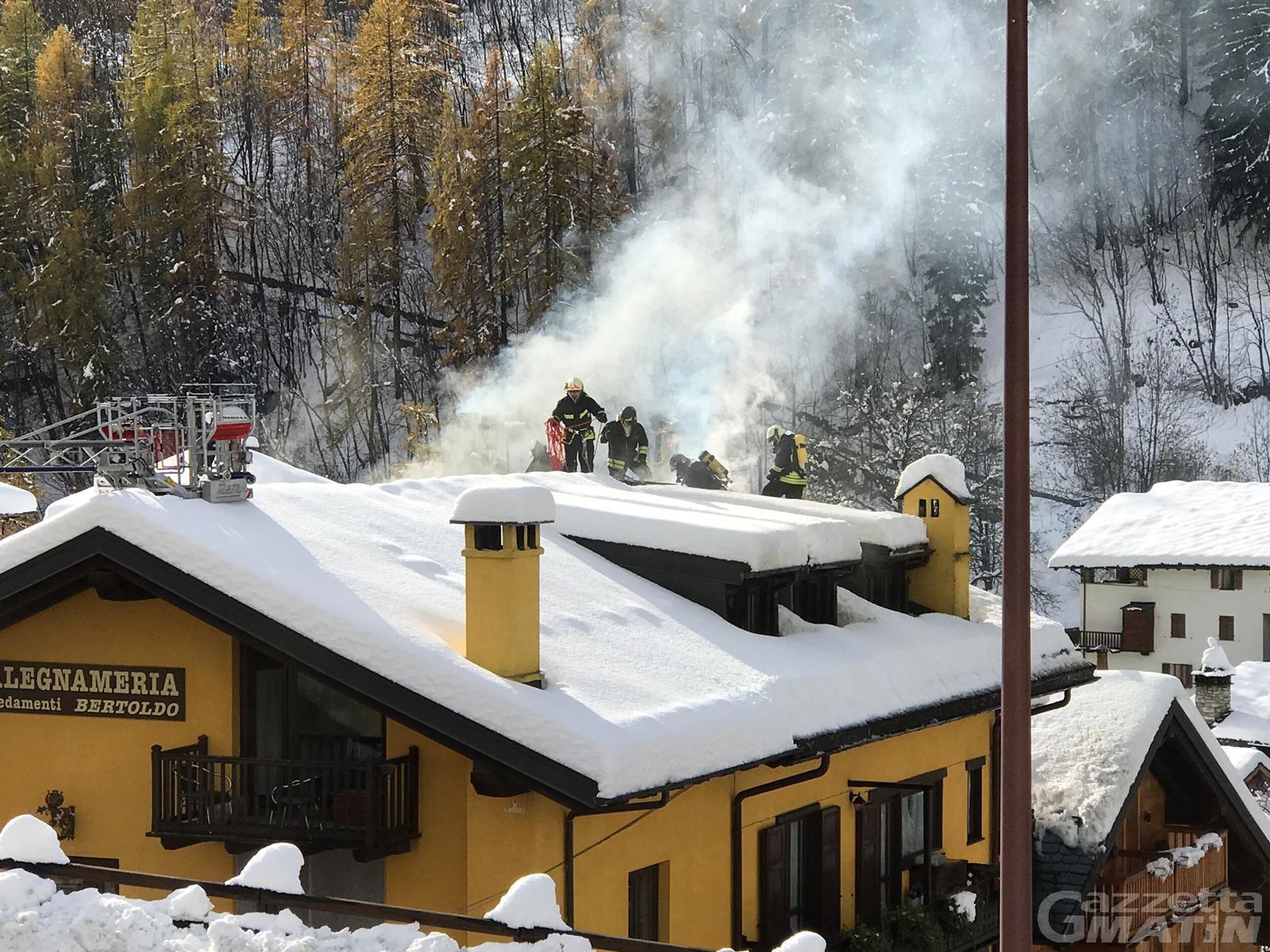 Incendio: fiamme nella falegnameria Duclos di Aosta