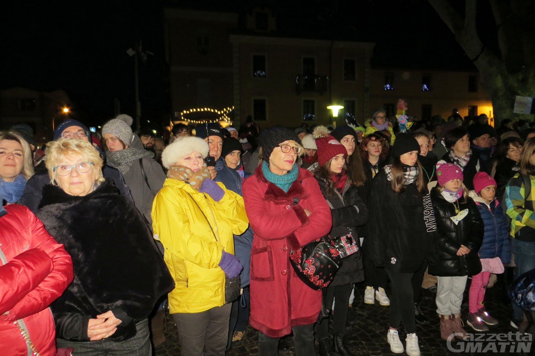 Sardine: quasi quattrocento in piazza all'Arco d'Augusto