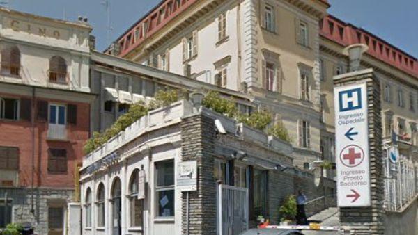 MONCALIERI – La vigilanza del Santa Croce salva un uomo all'esterno dell'ospedale