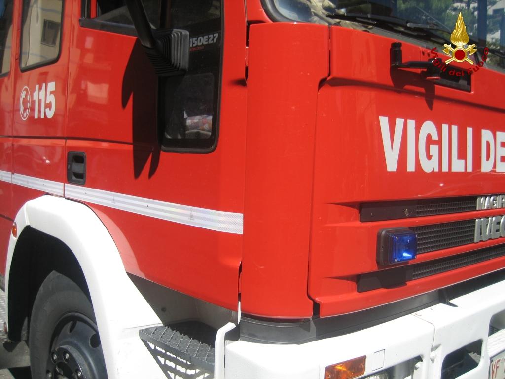 LA LOGGIA – Incendio in una casa al Belvedere