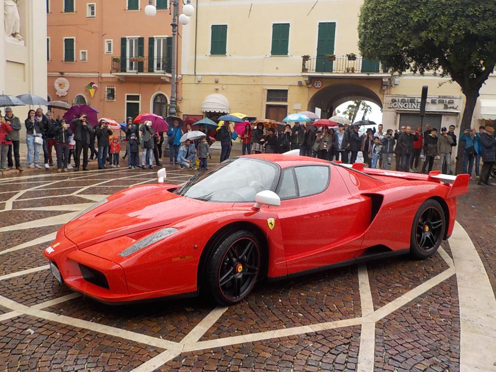 La Ferrari Enzo trionfa al raduno delle supercar organizzato dalla Sport Rally Team Carmagnola