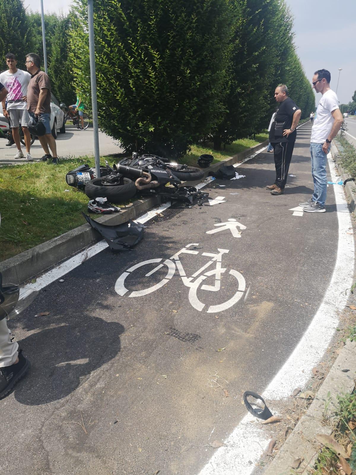 VINOVO – Grave incidente in via Stupinigi: ferito motociclista