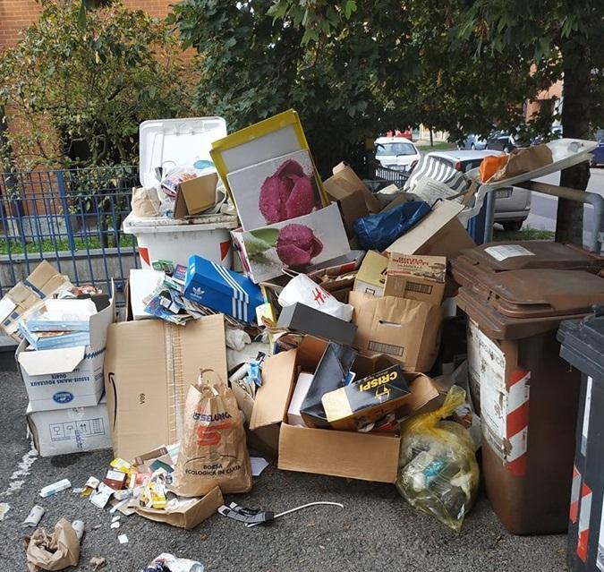 NICHELINO – Proteste per il mancato passaggio della raccolta rifiuti
