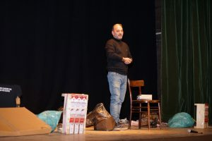 CARMAGNOLA –  All'ouverture della stagione teatrale del gruppo di lettura Salvatore Striano ha presentato il lato oscuro del giovane criminale