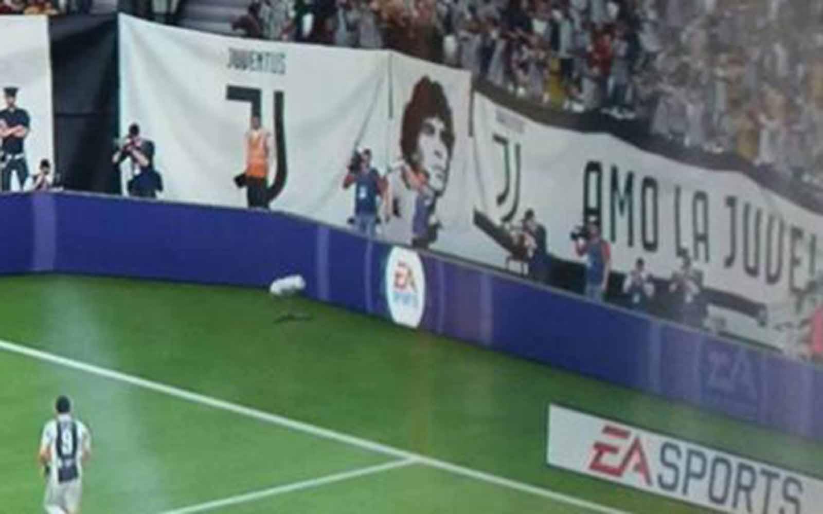 """In Fifa 2018, Maradona finisce nella curva degli ultras juventini. Il campione argentino: """"chiederò i danni"""""""