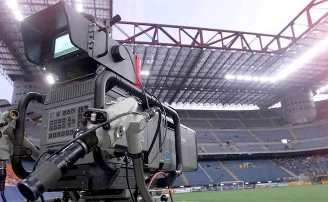Sport: l'estate rovente del calcio, da Parma-Chievo, al fallimento del Bari, le novita' dalla A alla Lega Pro