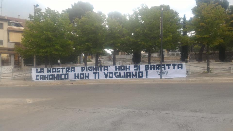 I tifosi del Bari dicono no alla C col titolo del Bisceglie, striscione sotto casa di Canonico