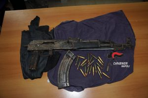 Criminalità: sequestrati kalashnikov e droga al Parco Verde