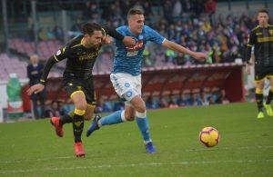 Calcio Napoli: 4-0 al Frosinone, il Napoli torna a -8 dalla Juve. Debuttano Meret, Ghoulam e Younes